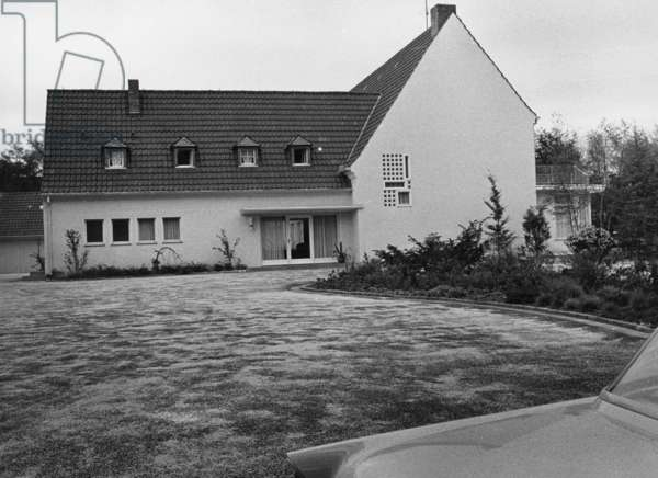 The mansion of the former Foreign Minister Heinrich von Brentano, 1958 (b/w photo)