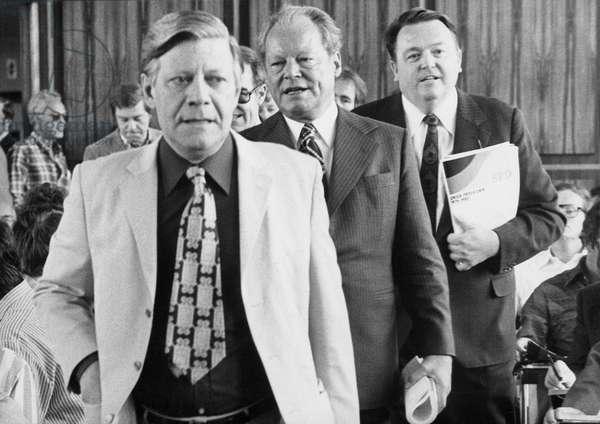 Helmut Schmidt, Willy Brandt and Holger Börner in Bonn, 1976 (b/w photo)