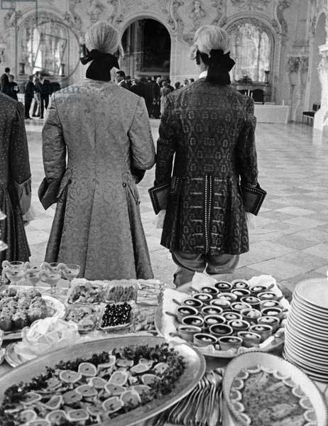 Cold buffet in the Schleissheim Palace, 1959 (b/w photo)