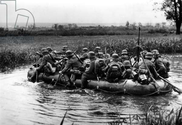 German troops crossing the River Don on their way to Stalingrad, 1942 (b/w photo)