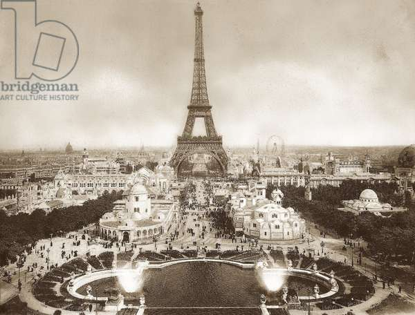 View of the exhibition grounds of the Paris World Exhibition from the Trocadero. In the middle of the picture the Eiffel Tower, erected on the occasion of the World Exposition of 1889, 1900 (b/w photo)