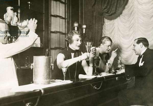 Bar in Berlin, 1926 (b/w photo)