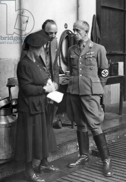 Person responsible for the Hilfszug Bayern in Paris, 1940 (b/w photo)