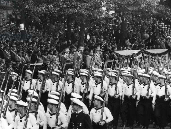 Soldiers of the Navy during a parade in Berlin, 1937 (b/w photo)