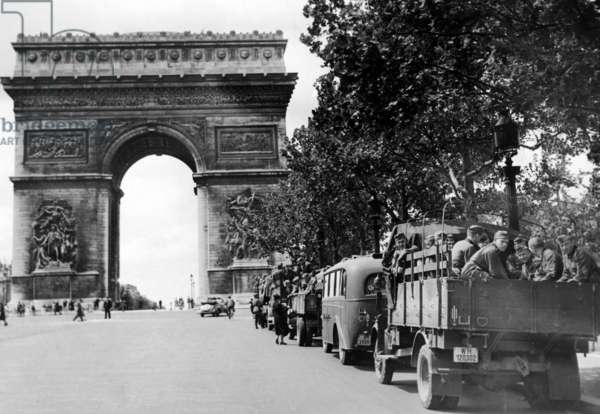 German soldiers in the occupied Paris, July 1940 (b/w photo)
