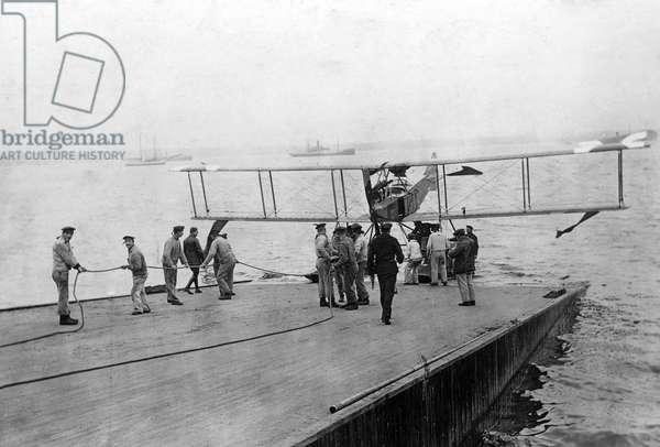 German seaplane, 1916 (b/w photo)