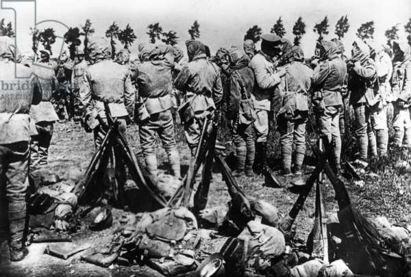 Portuguese soldiers put on gas masks, 1917 (b/w photo)