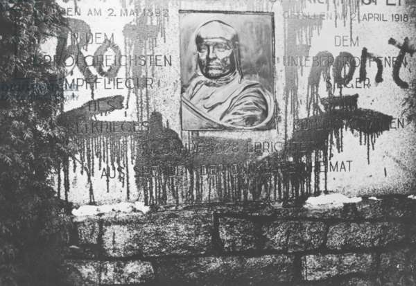 The Richthofen Memorial that was smeared by Communists, 1930