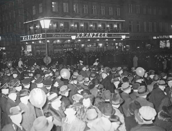 New Year's Eve in front of Cafe Kranzler in Berlin, 1939