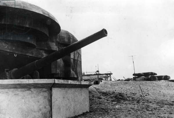 German coastal artillery on the Atlantic Wall, 1944 (b/w photo)