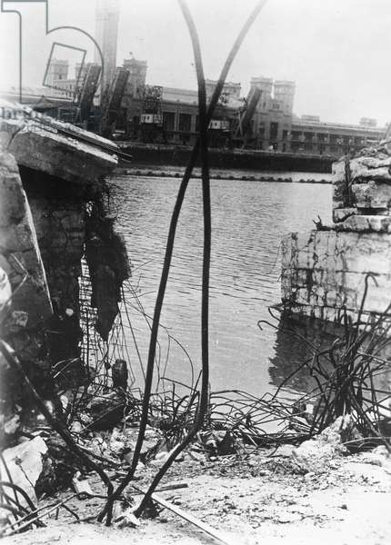 Wreckage in the harbour at Cherbourg, June 1944 (b/w photo)