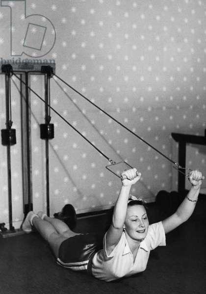 Lida Baarova doing sport, 1936 (b/w photo)