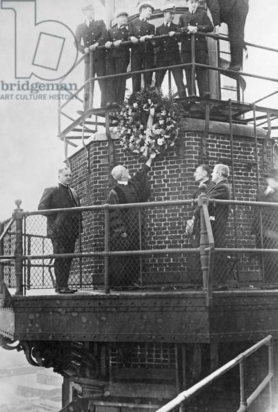 Memorial service for the victims of the Titanic disaster, 1912 (b/w photo)