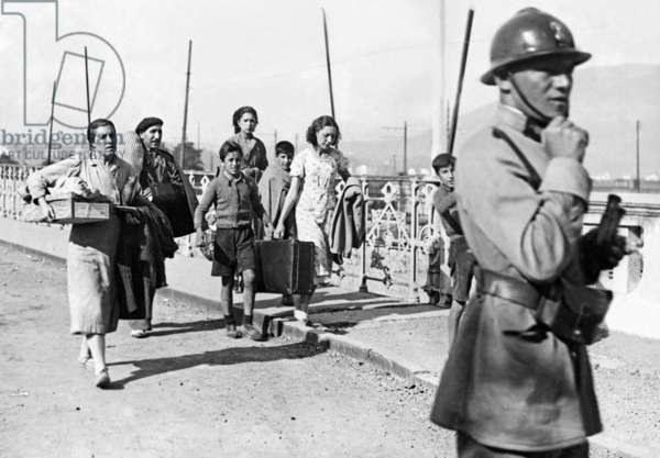 Spanish refugees cross the French border, 1936 (b/w photo)
