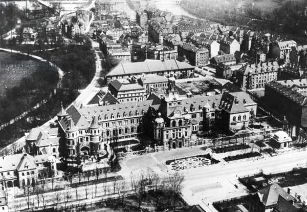 Bavarian National Museum in Munich, about 1925 (b/w photo)
