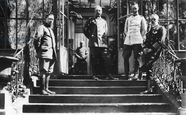 Wilhelm II., Crown Prince Wilhelm of Prussia and Prince Henry of Prussia on the Western Front, 1915 (b/w photo)