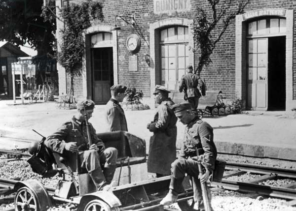 German soldiers at the station of Rumigny, 1940