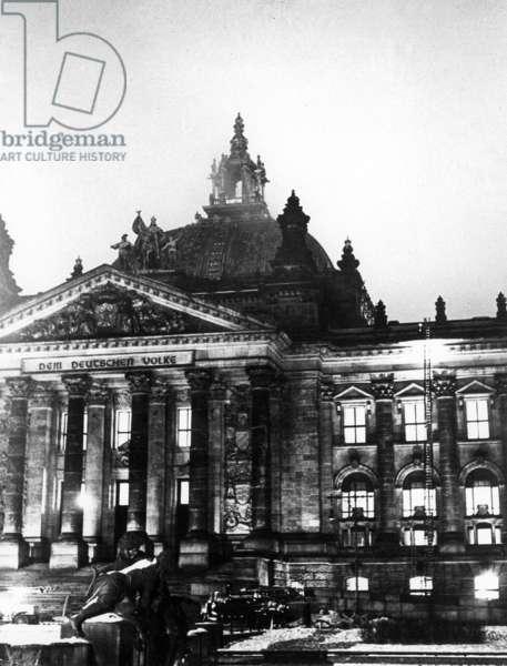 Reichstag fire on 27.02.1933 (b/w photo)