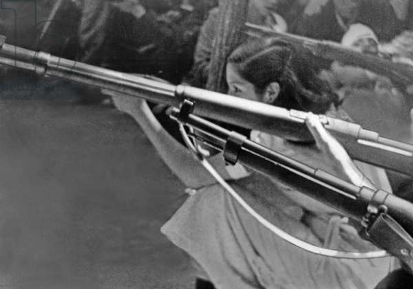 Republican female fighters during shooting training, 1936