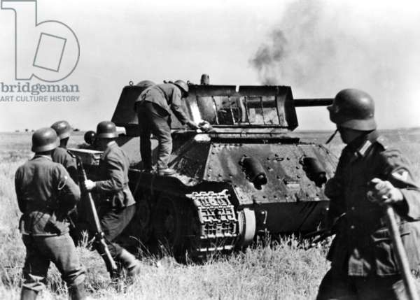 German troops between the Don and Volga rivers on the offensive towards Stalingrad, 1942 (b/w photo)