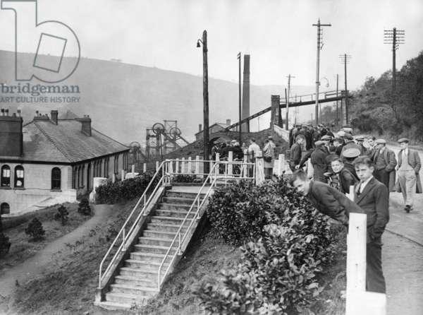 Miners' strike in Wales, 1935 (b/w photo)