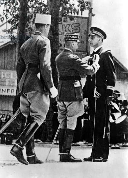 Awarding of an officer, 1943