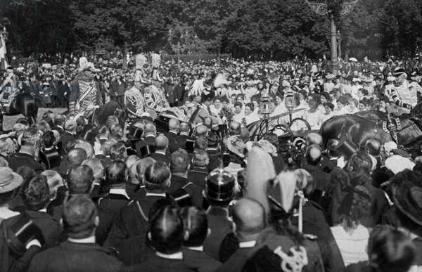 Visit of the Italian King to Berlin, 1902 (b/w photo)