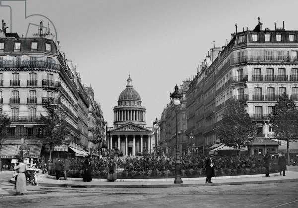 Pantheon in Paris (b/w photo)