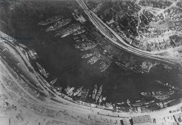 Aerial photo of the harbor of Sevastopol, 1918 (b/w photo)