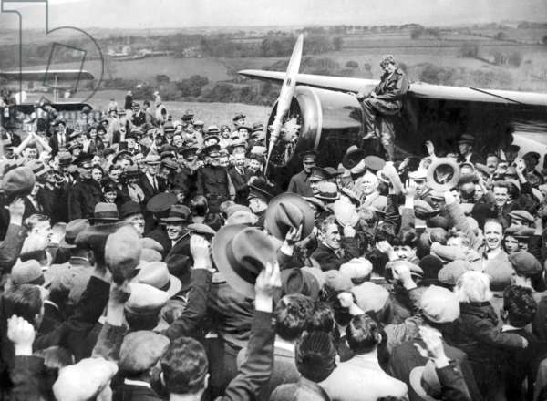 Amelia Earhart is surrounded by onlookers after her second Atlantic crossing (b/w photo)