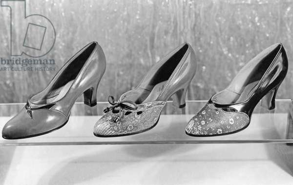 "Various elegant afternoon shoes of the brand ""Salamander"", 1933 (b/w photo)"