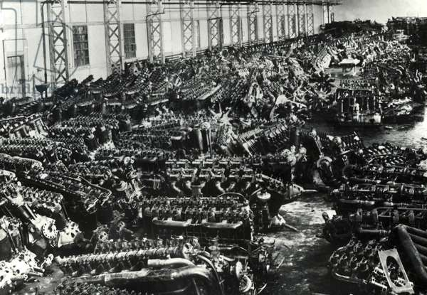 Scrapped aircraft engines, around 1919