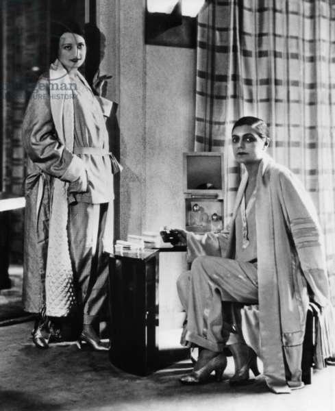 Women's nightwear, 1927