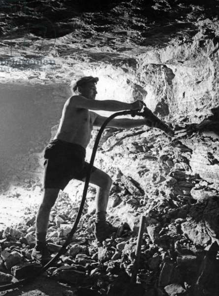 Salt mining, 1943