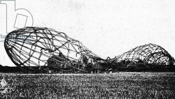 The wreck of the German zeppelin 'L 33', 1916 (b/w photo)