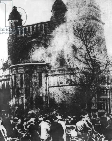 Synagogue burning during Kristallnacht, Berlin, 9th November 1938 (b/w photo)
