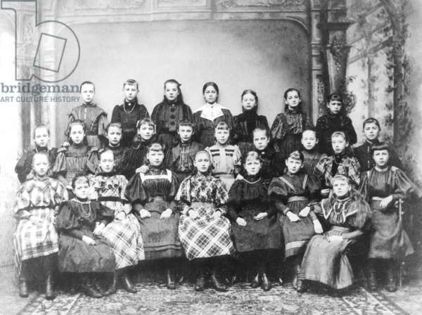 School class around 1903 (b/w photo)