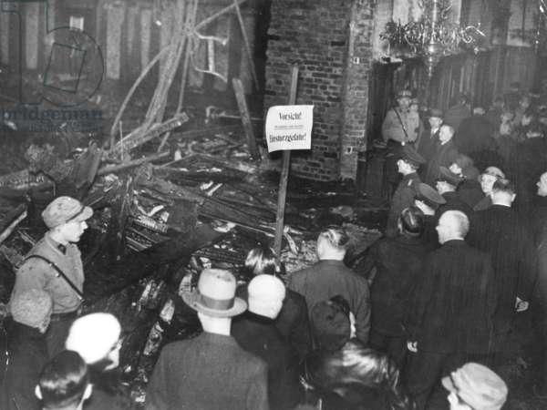 Reichstag fire, 1933 (b/w photo)