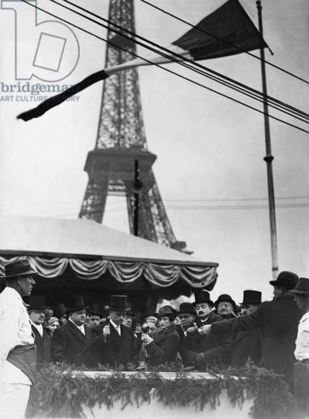 Laying of the foundation stone for the German pavilion at the Paris World Exhibition, 1937 (b/w photo)