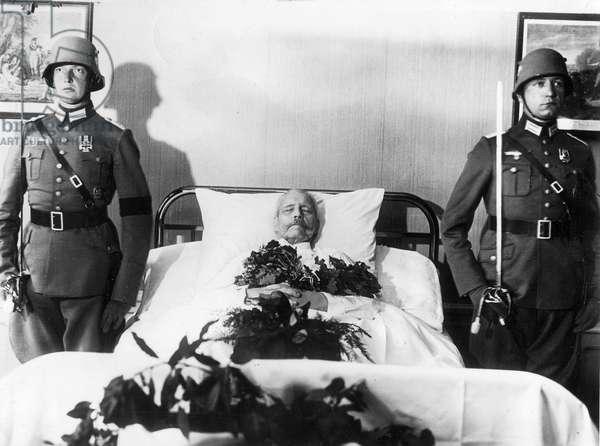 Deathwatch at the bedside of Paul von Hindenburg, 1934 (b/w photo)
