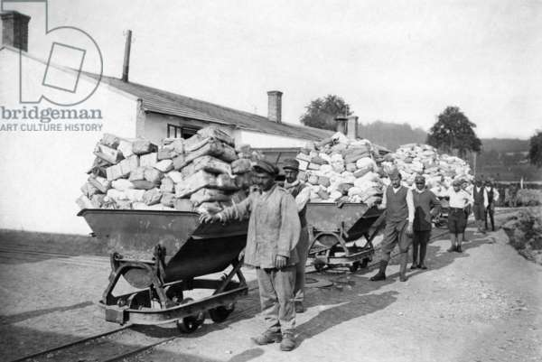 Italian prisoners of war with mail, 1918 (b/w photo)