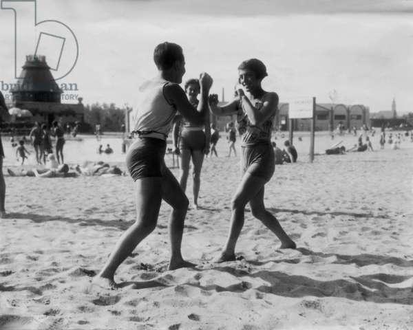 A friendly boxing match, Budapest, 1922 (b/w photo)