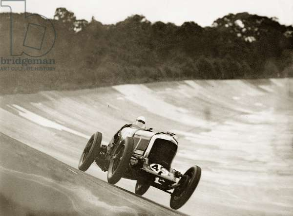 Car racing in England, 1931 (photo)