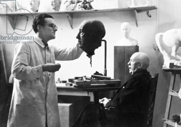 The composer Richard Strauss models for a bust in the Munich studio of the sculptor Mikorey (b/w photo)