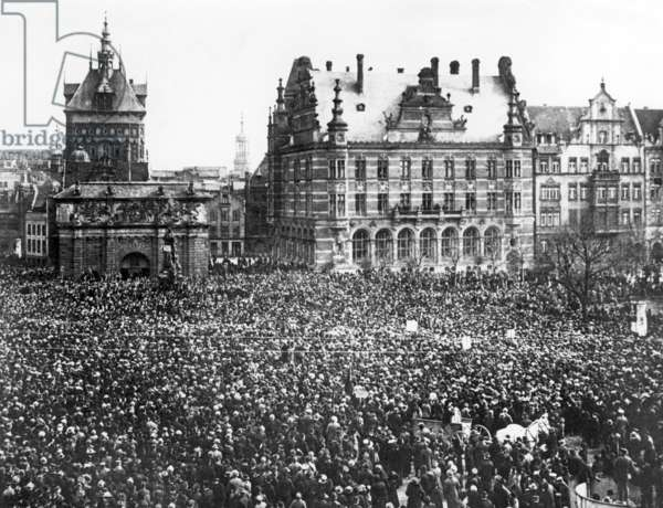Protest meeting on the Heumarkt in Gdansk, 1919