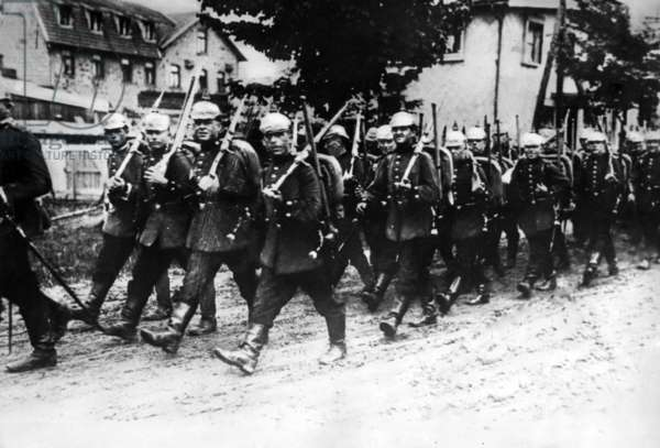 German troop advancing on the Western Front, 1914  (b/w photo)