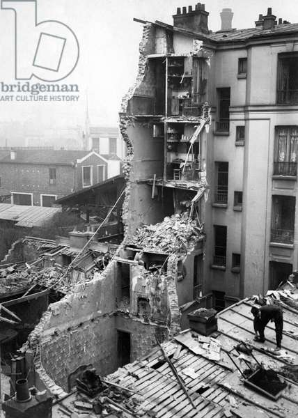 Destruction from a zeppelin air raid, 1916 (b/w photo)