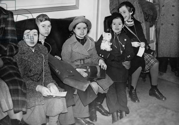 Jewish refugee children after their arrival in London, 1938 (b/w photo)