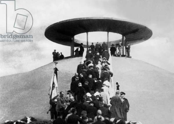 Inauguration of the Lilienthal Memorial in Berlin, 1932 (b/w photo)