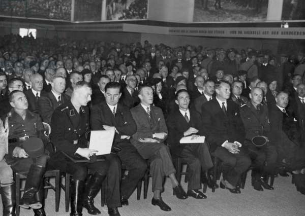 Joseph Goebbels at the opening of an exhibition, 1933